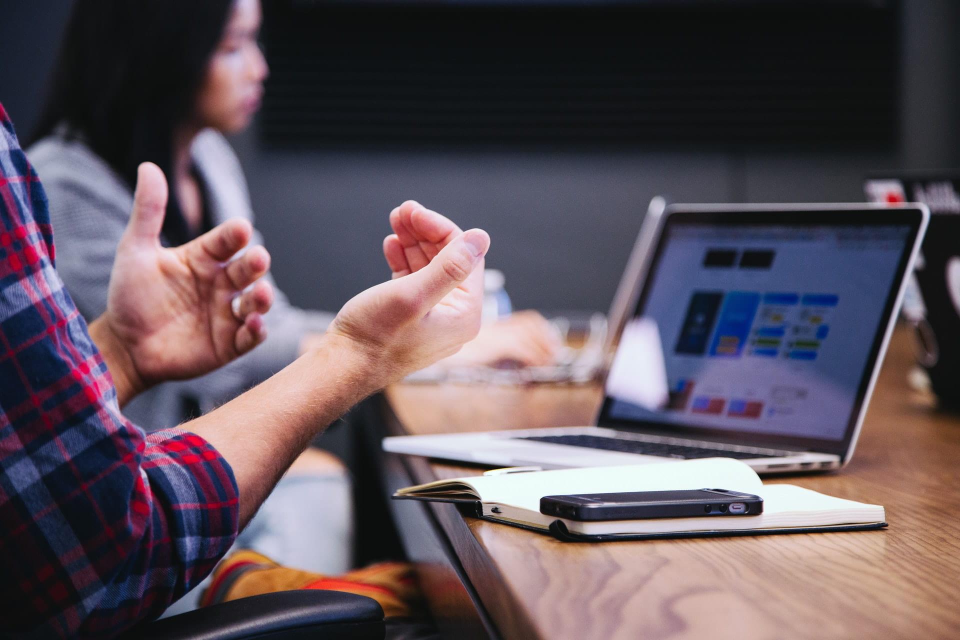 """Serie """"Hybride Arbeit – Die 5 besten Tipps für Führungskräfte"""""""